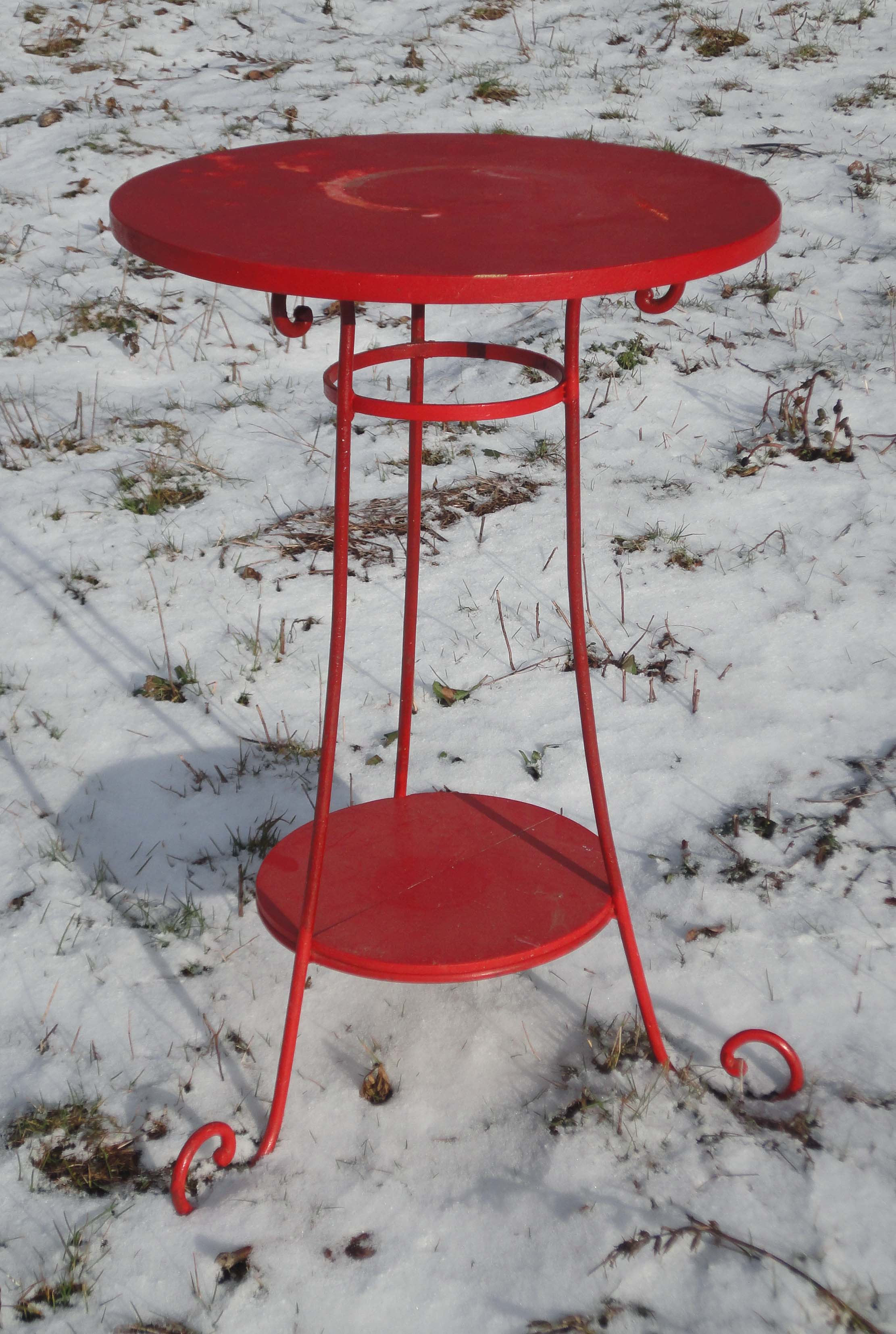 Mobilier de jardin ancien et objets en fer brocante d co jardin for Petite table de jardin metallique